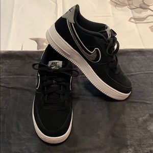 Nike Air Force 1 Lv8 (gs) Black Suede Chenille